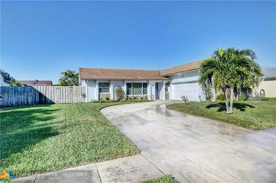 Boynton Beach Single Family Home For Sale: 8101 Rose Marie Cir