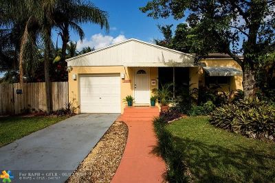 Broward County Single Family Home For Sale: 1513 N 16th Ct