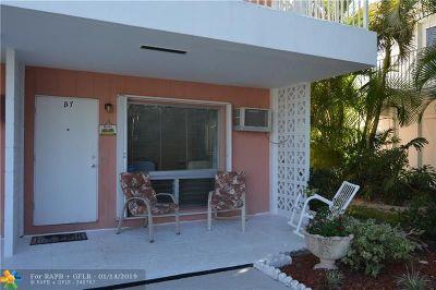 Pompano Beach Condo/Townhouse For Sale: 3212 SE 8th St #7B