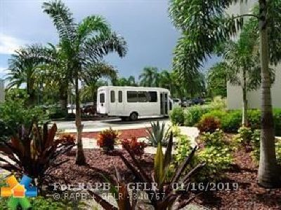 Coconut Creek Condo/Townhouse For Sale: 2201 Lucaya Bnd #G2