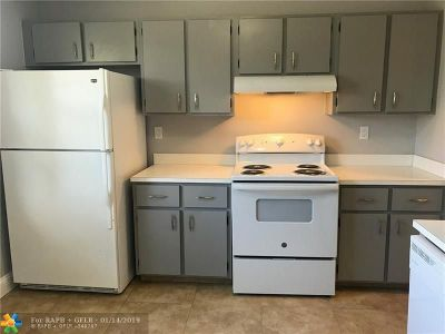Tamarac Condo/Townhouse Backup Contract-Call LA: 7260 Woodmont Ter #206