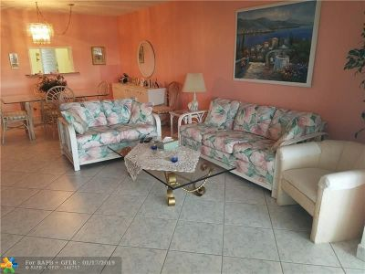 Lauderdale Lakes Condo/Townhouse For Sale: 4140 NW 44th Ave #401
