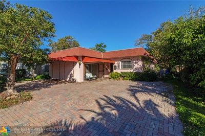 Pompano Beach Single Family Home For Sale: 2375 SE 6th St