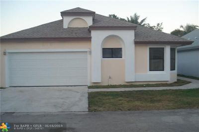 North Lauderdale Single Family Home For Sale: 814 E Palm Run Dr