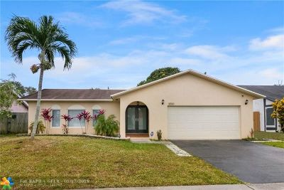 Lauderhill Single Family Home For Sale: 8550 NW 48th St