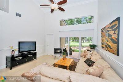 Pembroke Pines Condo/Townhouse For Sale: 1086 SW 158th Way