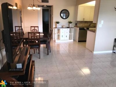 Deerfield Beach Condo/Townhouse For Sale: 1008 Newport G #1008