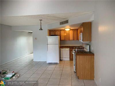 Deerfield Beach Condo/Townhouse For Sale: 41 Deer Creek Rd #G205