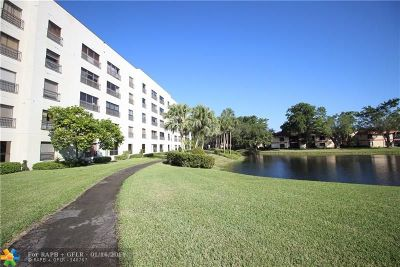 Coconut Creek Condo/Townhouse For Sale: 3050 NW 42nd Avenue #C404
