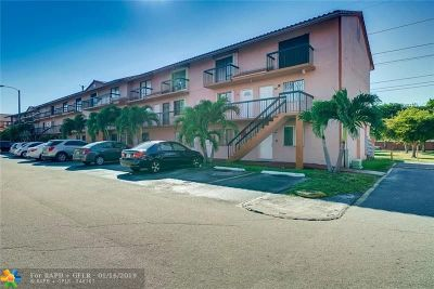 Hialeah Condo/Townhouse For Sale: 2178 W 60th St #18213
