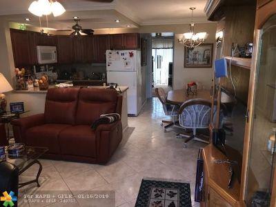 Deerfield Beach Condo/Townhouse For Sale: 99 Westbury E #99