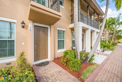 Pembroke Pines Condo/Townhouse For Sale: 1146 SW 147th Ter