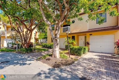 Aventura Condo/Townhouse For Sale: 21387 Marina Cove Cir #12F