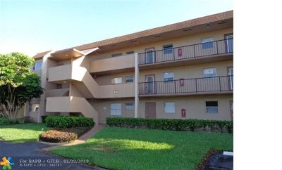 Tamarac Condo/Townhouse Backup Contract-Call LA: 8401 Lagos De Campo Blvd #202