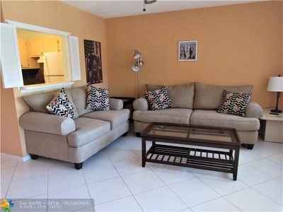 Deerfield Beach Condo/Townhouse For Sale: 14 Newport A #14