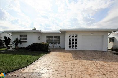 Tamarac Single Family Home For Sale: 8208 NW 57th Pl