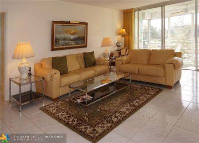 Pompano Beach Condo/Townhouse For Sale: 555 Oaks Ln #209