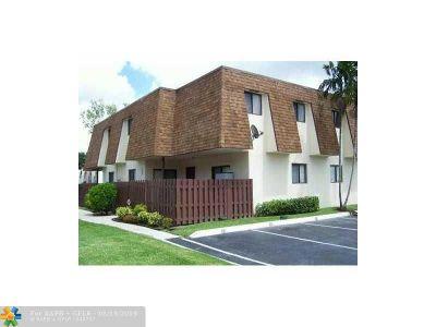 North Lauderdale Condo/Townhouse For Sale: 232 San Remo Blvd #232