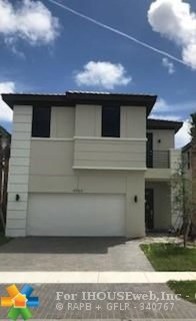 Broward County Single Family Home For Sale: 4964 Whispering Way