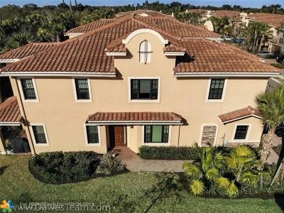 Plantation Condo/Townhouse For Sale: 143 SW 127th Ter #143