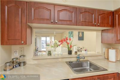 Pompano Beach Condo/Townhouse For Sale: 2202 S Cypress Bend Dr #507
