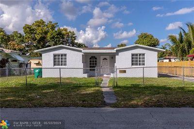 North Miami Beach Single Family Home For Sale: 215 NE 160th St