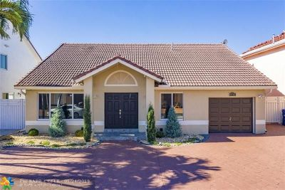 Hialeah Single Family Home For Sale: 18782 NW 80 Av