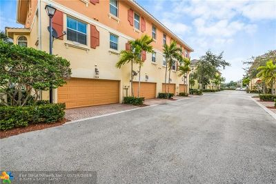 Boynton Beach Condo/Townhouse For Sale: 1364 Via De Pepi #1364
