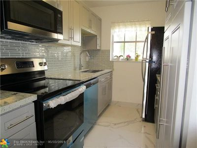 Delray Beach Condo/Townhouse For Sale: 1180 S Drive Circle #C
