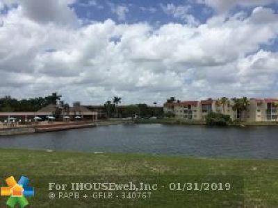 Sunrise Condo/Townhouse For Sale: 2950 Sunrise Lakes Dr #202