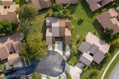 Coconut Creek Condo/Townhouse For Sale: 4606 Tamarind Cir #4606