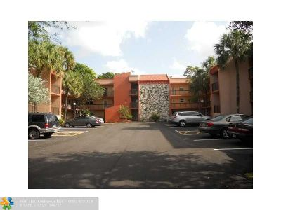 Margate Condo/Townhouse For Sale: 3070 Holiday Springs Blvd #311