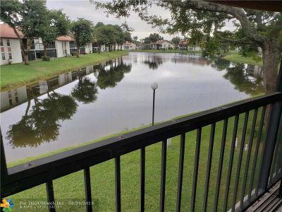 Boynton Beach Condo/Townhouse For Sale: 10576 Tropic Palm Ave #202