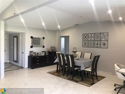 Delray Beach Condo/Townhouse For Sale: 15935 Carrotwood Cir