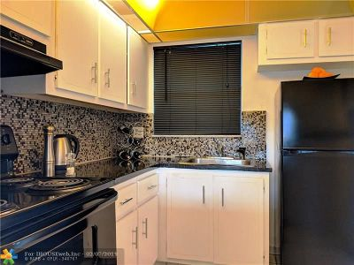Sunrise Condo/Townhouse Backup Contract-Call LA: 2701 Sunrise Lakes Dr #105