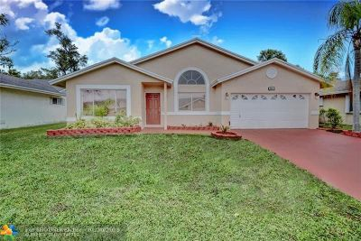 Coconut Creek Single Family Home For Sale: 3883 NW 59th St