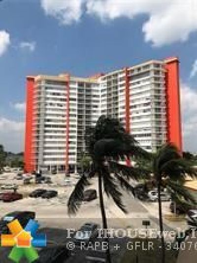 Miami Condo/Townhouse For Sale: 1351 NE Miami Gardens Dr #215 E