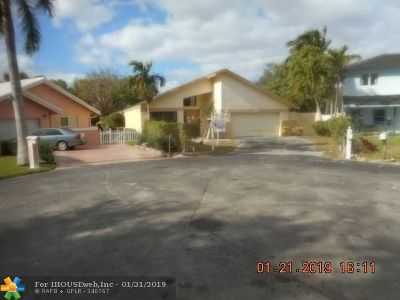 Plantation Single Family Home For Sale: 6590 SW 13th St