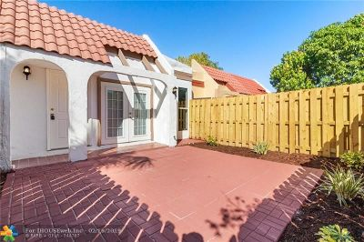 Lauderhill Condo/Townhouse For Sale: 2203 NW 55th Ter #2203