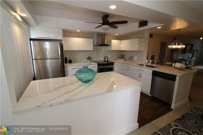 Coconut Creek Condo/Townhouse For Sale: 2302 Lucaya Ln #A3