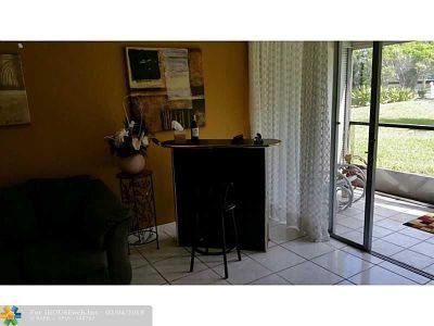 Lauderhill Condo/Townhouse For Sale: 7080 Environ Blvd #122