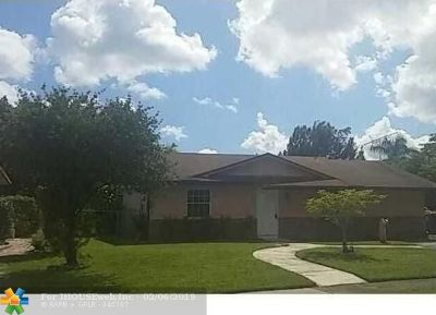 North Lauderdale Single Family Home For Sale: 8270 SW 7th Ct