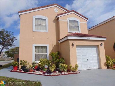 Margate Single Family Home For Sale: 6249 Mohawk Ter