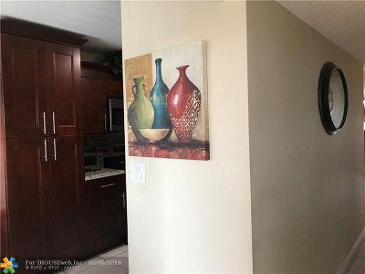 Tamarac Condo/Townhouse For Sale: 9571 N Belfort Cr #203