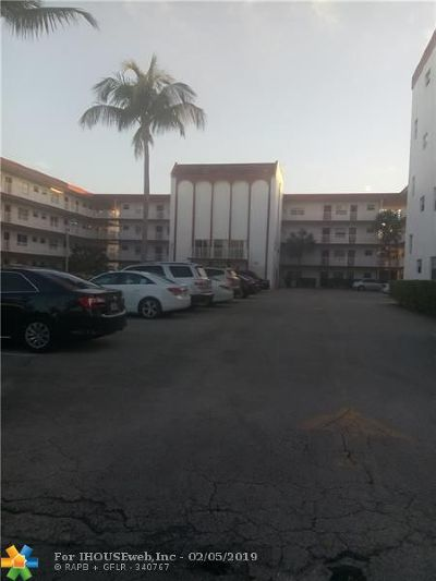 Lauderdale Lakes Condo/Townhouse For Sale: 4270 NW 40th St #304