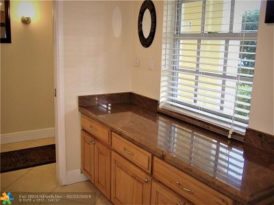 Pompano Beach Condo/Townhouse For Sale: 3050 N Palm Aire Dr N #108