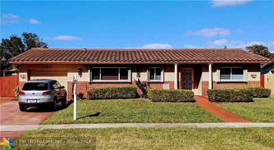 Pembroke Pines Single Family Home For Sale: 11511 Taft St