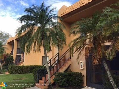 Weston Condo/Townhouse For Sale: 380 Racquet Club Rd #204