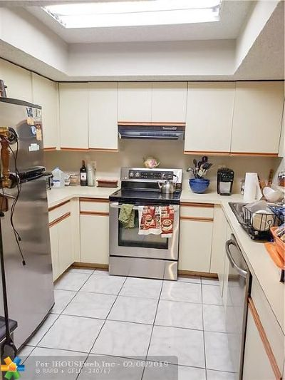 Coral Springs Condo/Townhouse For Sale: 8244 NW 24th St #8244