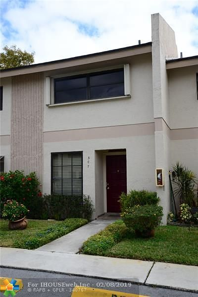 Oakland Park Condo/Townhouse For Sale: 2700 S Oakland Forest Dr #307
